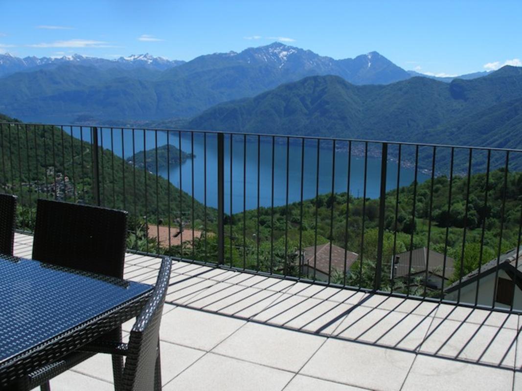 Aussenansicht ferienwohnung loft comer see italien - Bodentiefe schiebefenster ...
